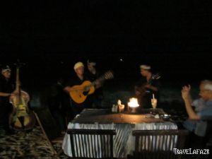 Musisi Pantai di Jimbaran