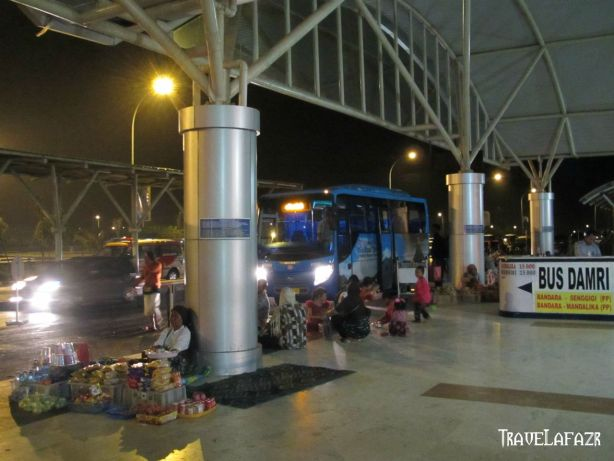 Pedagang di Bandara Internasional Lombok
