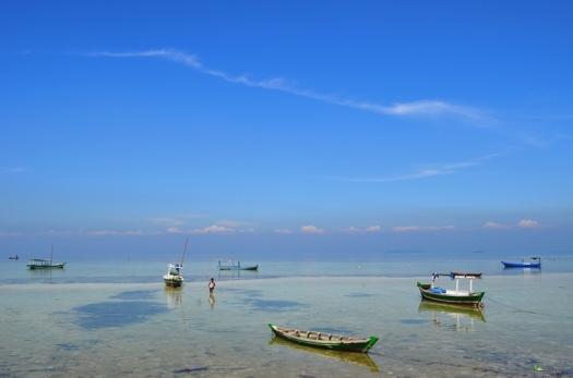 Perahu nelayan di Pulau Pari. Photo by @andyputera