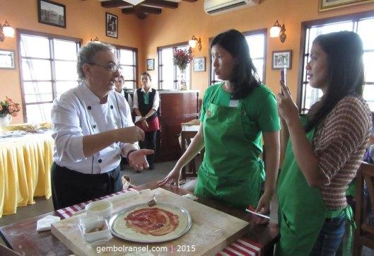 Chef PIno terjun langsung mengajari food bloggers