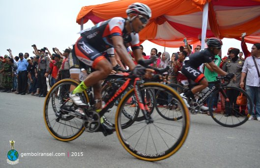 Detik-detik menegangkan: perebutan juara 2 dan 3 di etape pertama