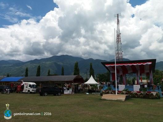Lapangan Tolu di Desa Pulu yang menjadi lokasi pengamatan Pak JK