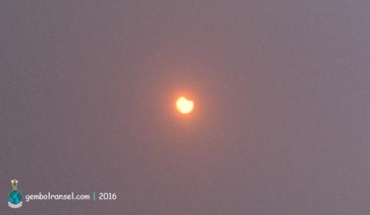 Pukul 07.46 WITA Matahari telah tercungkil sebagian kecil lingkarnya