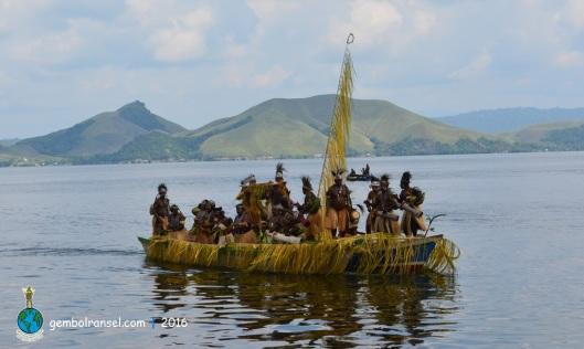 Tari Isosolo dimeriahkan oleh belasan suku yang mendiami pesisir Danau Sentani